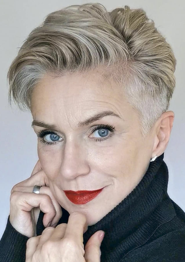 short hairstyles for women over 40 (1)