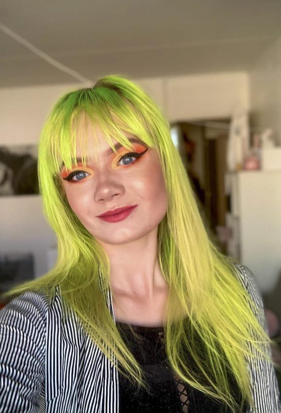 green medium hairstyles with bangs thin hair