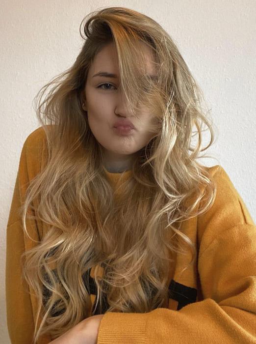 Cute long blonde wavy hairstyles