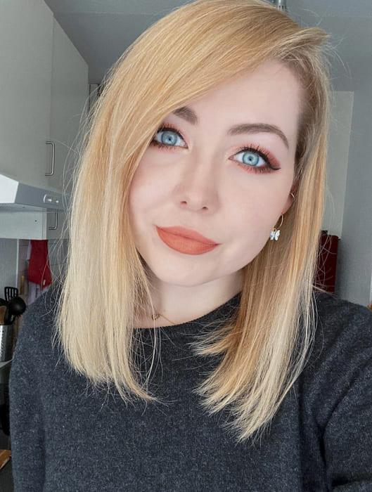 Short Platinum blonde straight hairstyles