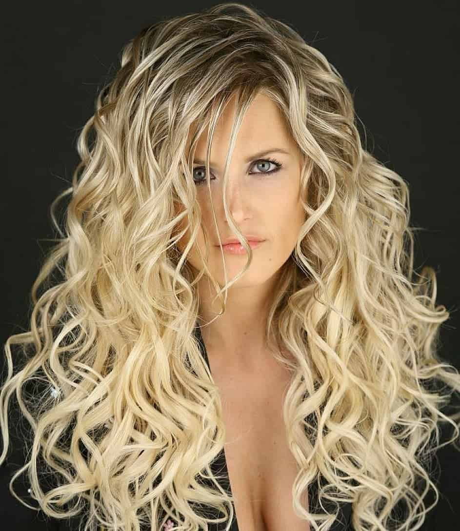 Long wavy hairstyles for blonde women