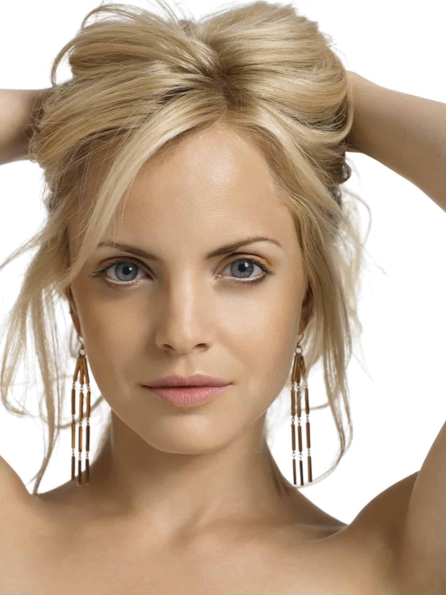 Short blonde hairstyles for sexy women