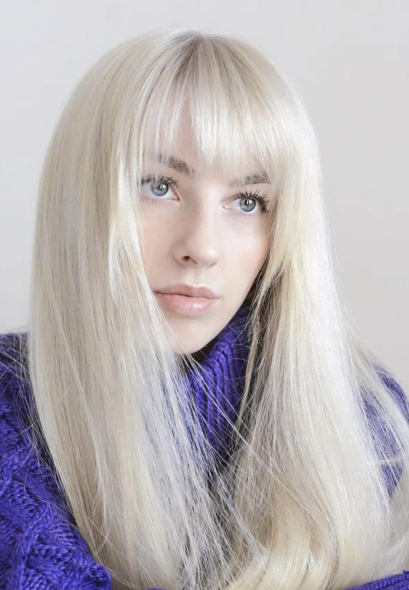 Long blonde hairstyles with bangs