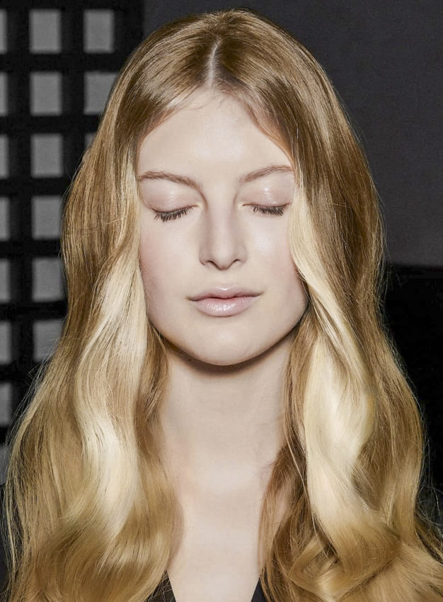 Long blonde layered hairstyles for oval faces