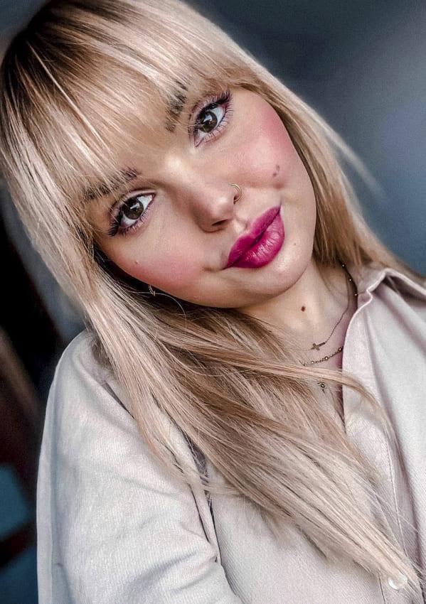 Medium straight blonde hairstyles with bangs