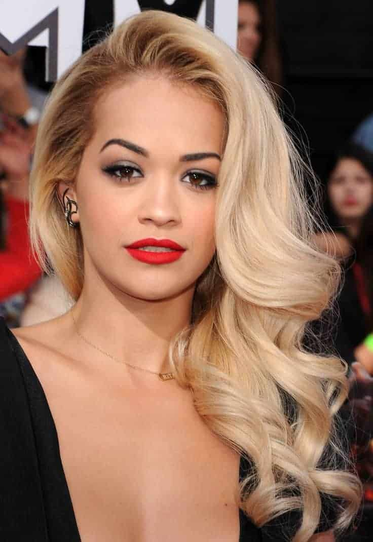 Long Side Hairstyles for blonde women And Wavy Hair