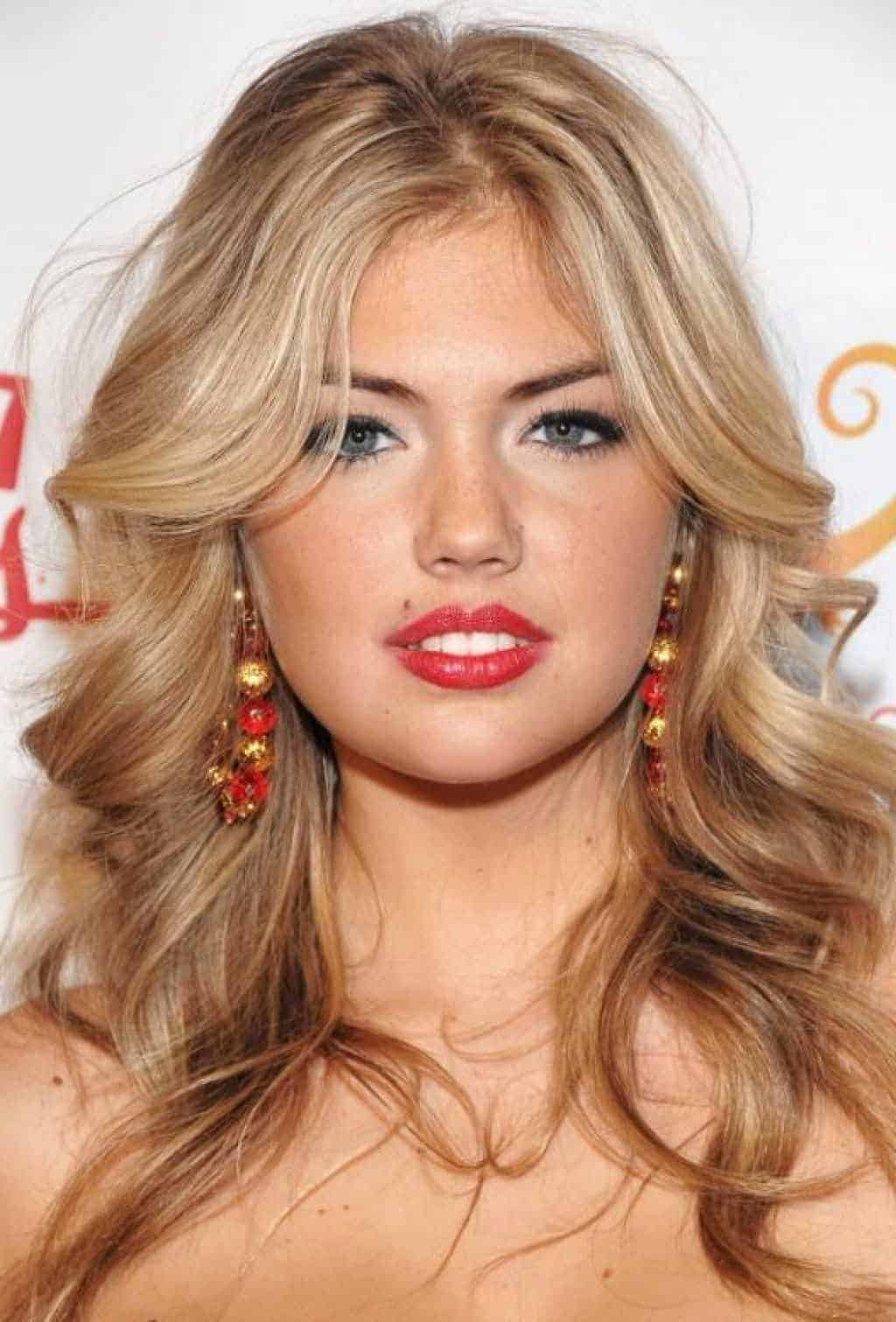 Messy long shoulder hairstyles for blonde beautiful girls