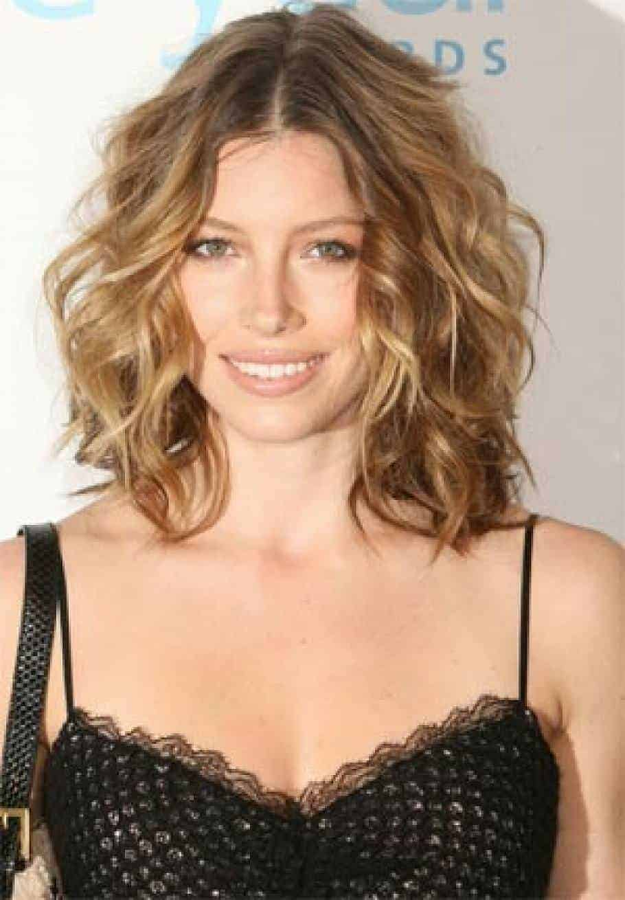 Outstanding Short Wavy Hairstyles For Round Faces 2015 Women Styles Hairstyles For Men Maxibearus