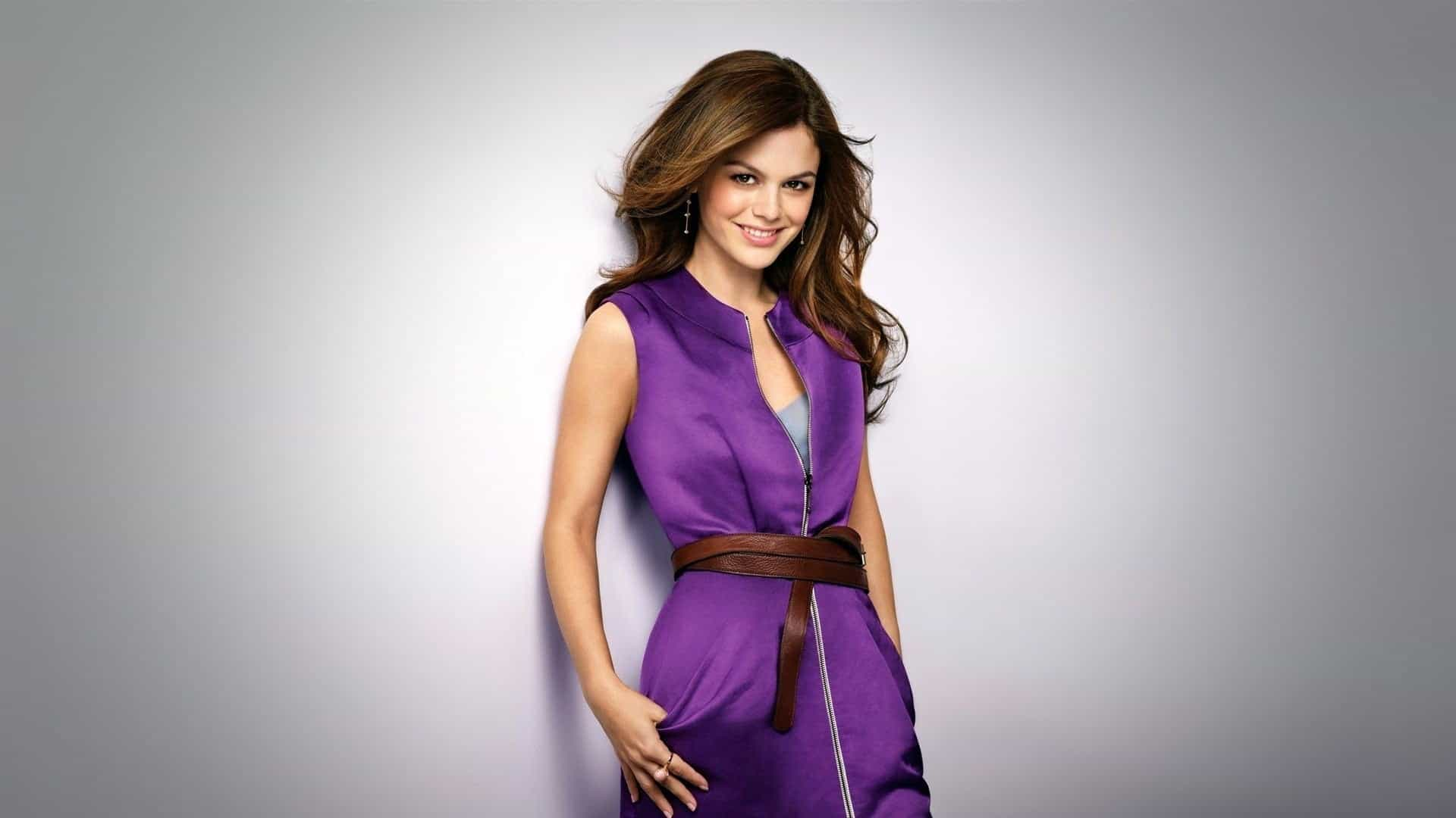 the-most-fashionable-purple-dresses