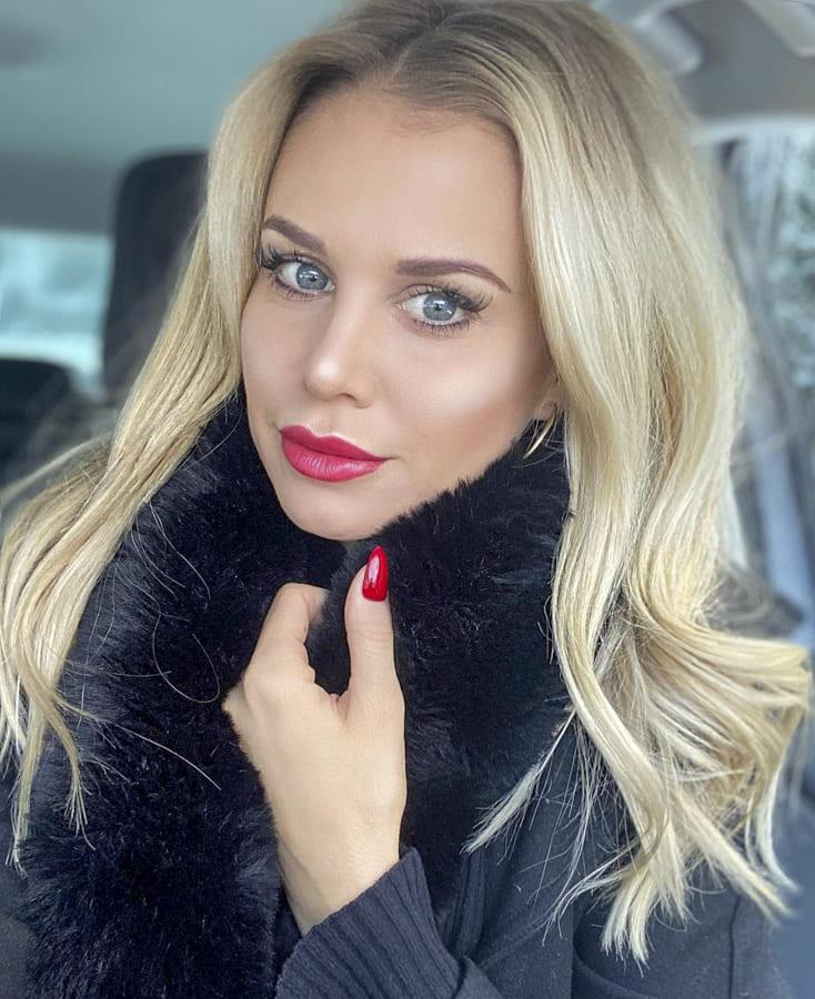 25 Stylish Medium Hairstyles for lovely Women (4)