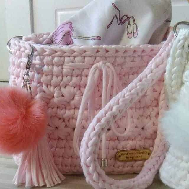 Handmade pink shoulder bag (knitting)