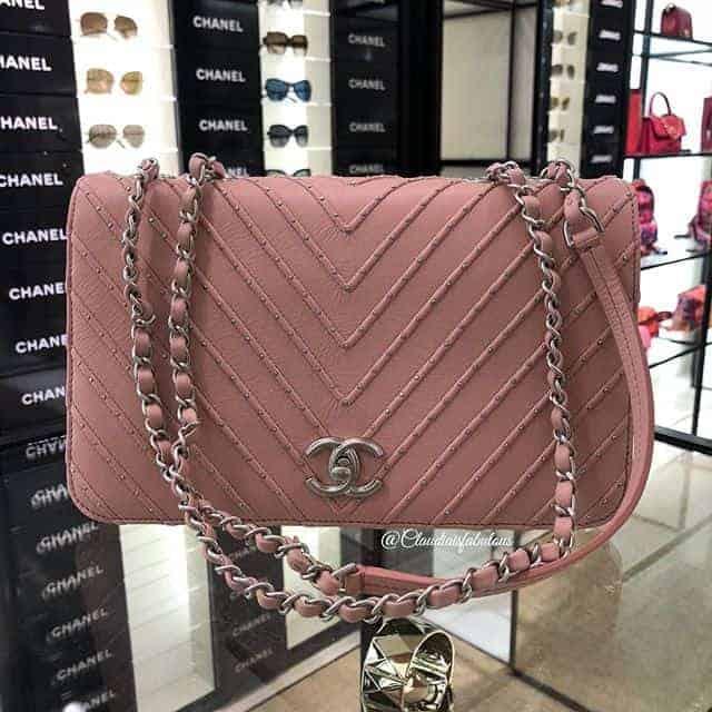 Chain pink shoulder bag