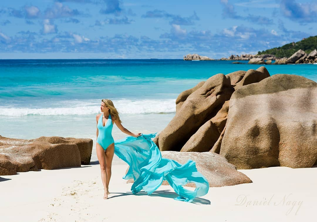 Turquoise bikini model in the sea With shawl