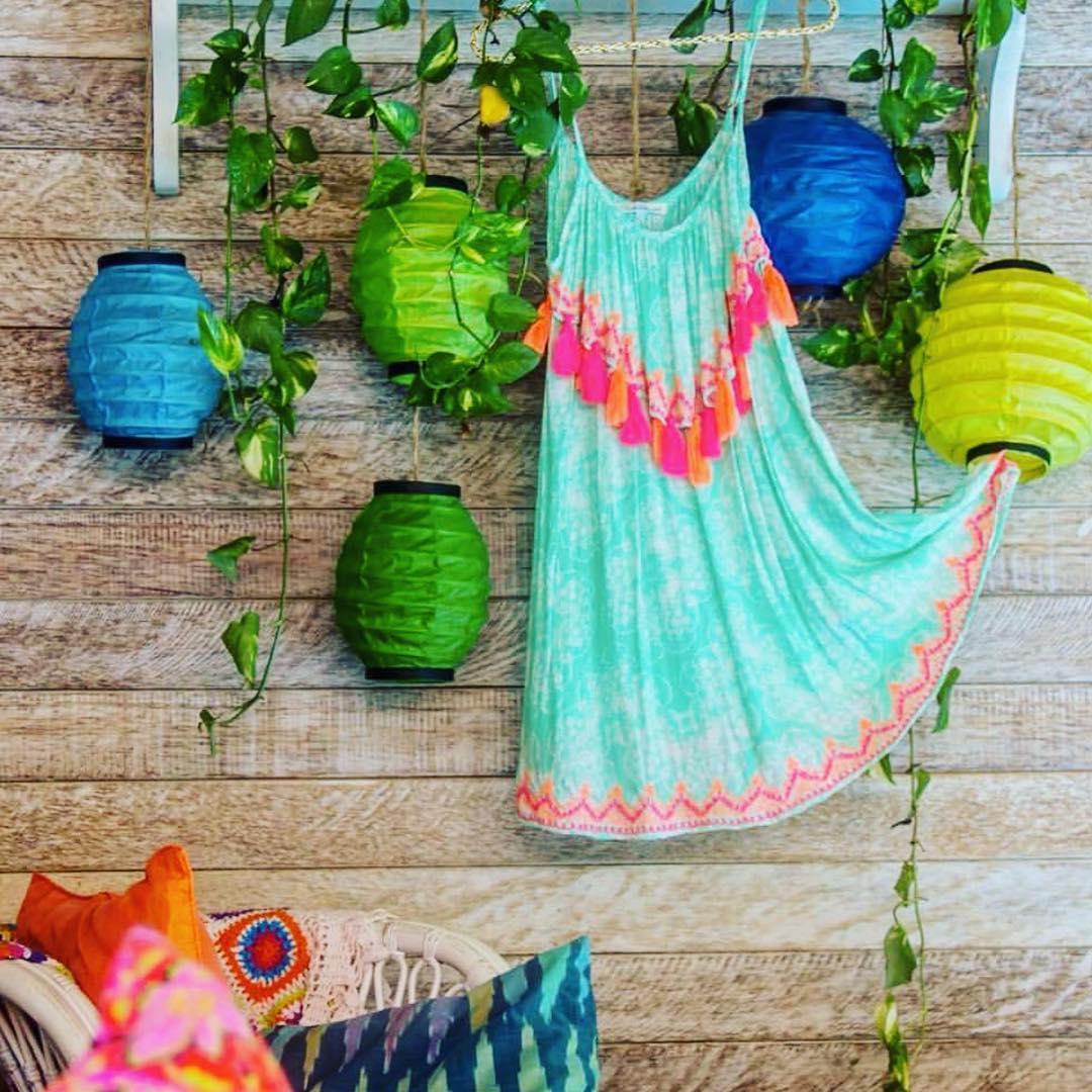 Maldivian model short turquoise dresses