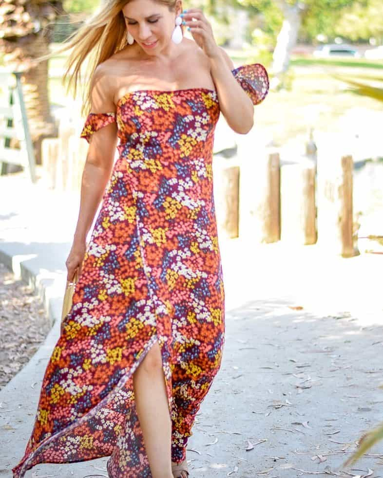 Long summer dress with colorful shoulders open