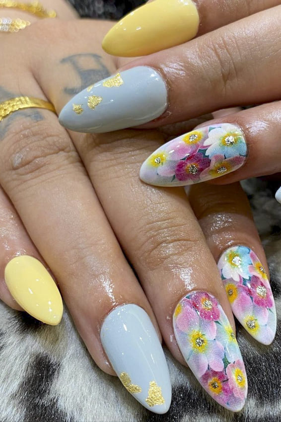 Floral almond summer nails design ideas