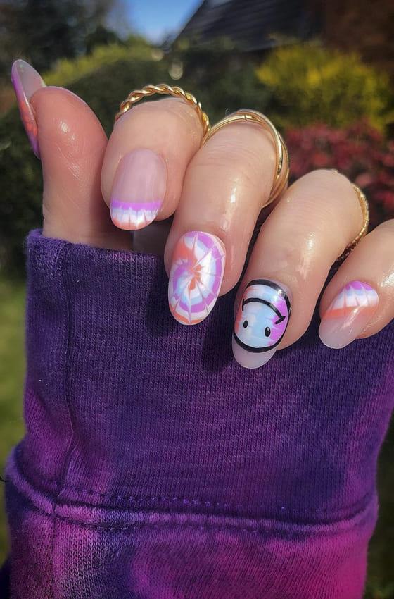 Lovely emoji summer nails design ideas