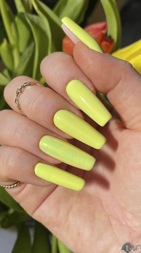 Sunny yellow summer nails design ideas