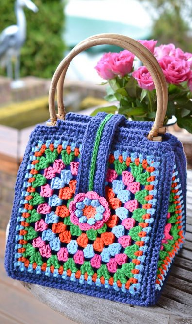 crochet-and-granny-square-bag-models-and-ideas-for-this-year