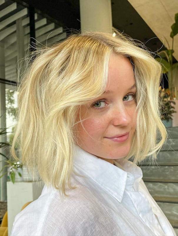 Gold color bob short blonde hair