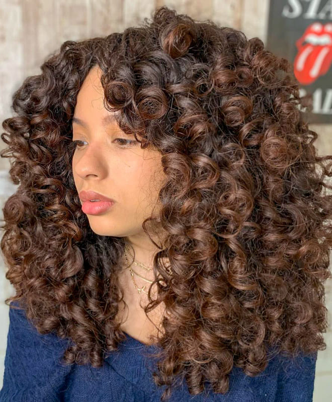 Long and volumed curly hair
