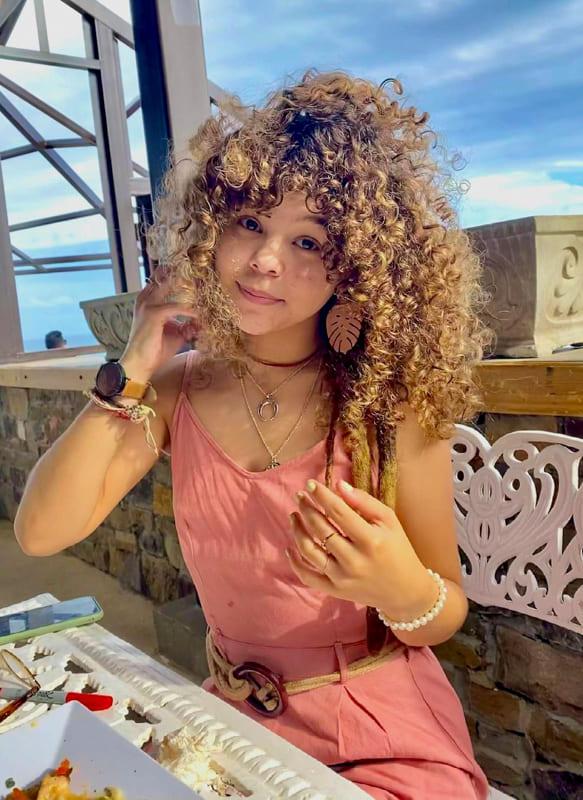 Long curly blonde hair for teen girls