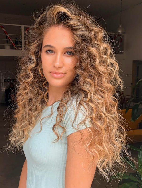 Long curly hair for blonde women