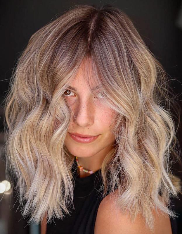 Ombre wavy short blonde hair