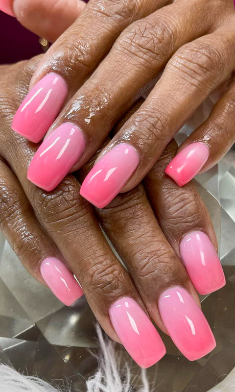 Short soft pink ombre nails