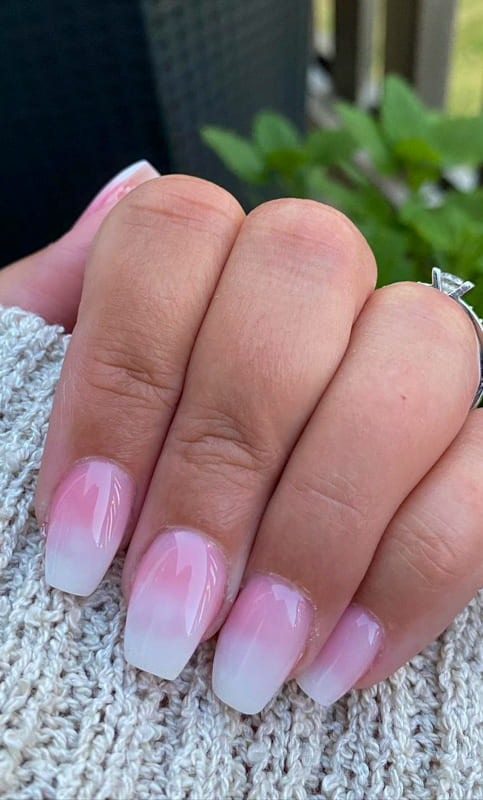 Soft pink short ombre nails