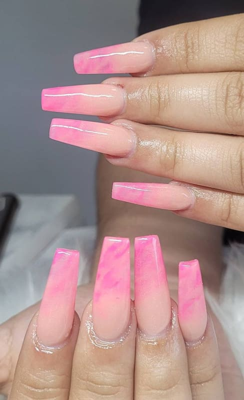 Soft wavy pink ombre nails