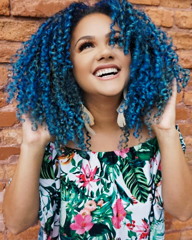 blue short curly hairstyles for black women