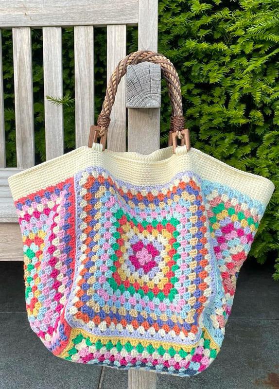 colorful and white granny square crochet bag