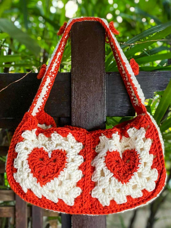red and white granny square crochet bag