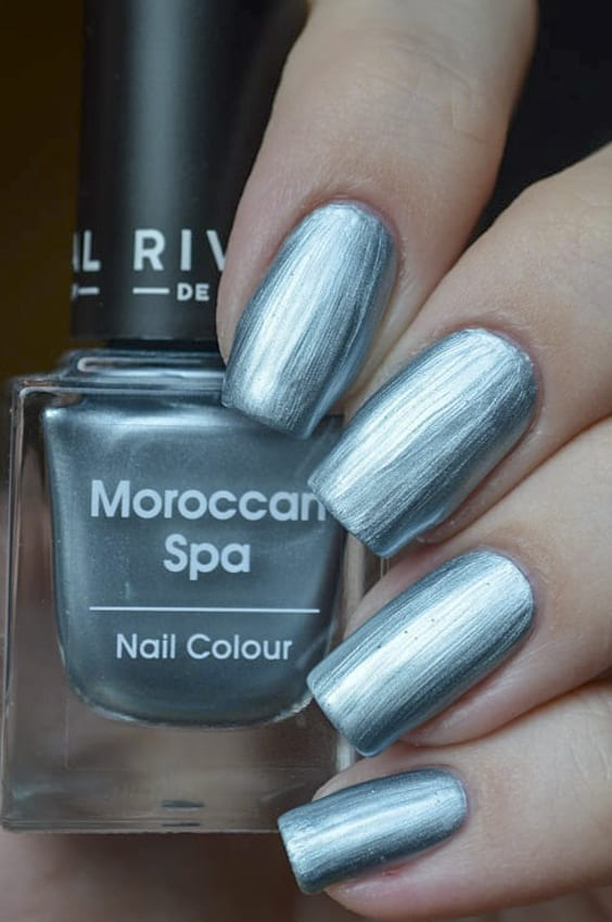 Green metallic nails