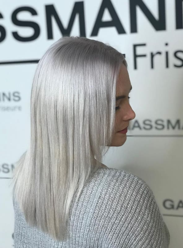 26 Lovely Silver Hair Tips And Ideas for Women 2022 (3)