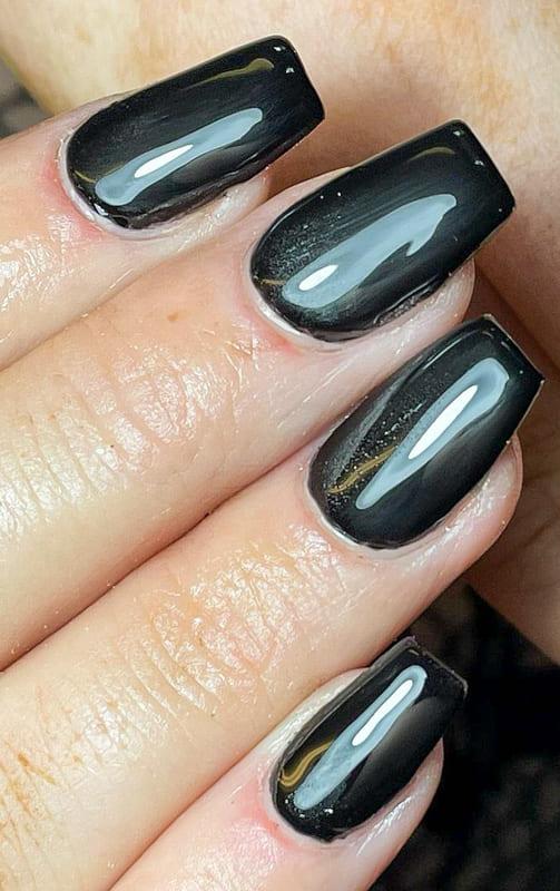 Black short acrylic nails