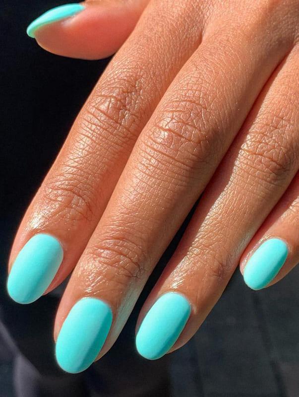 Short blue matte nails