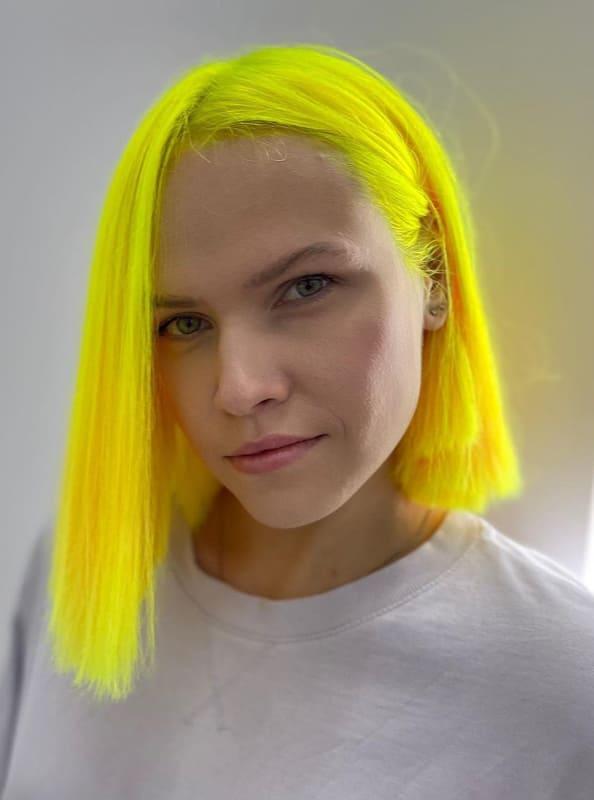 Short neon bob yellow hair