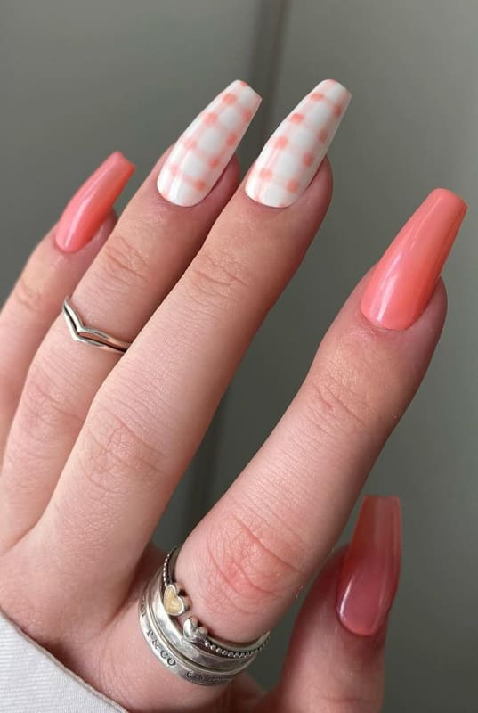 Soft pink fall coffin nails