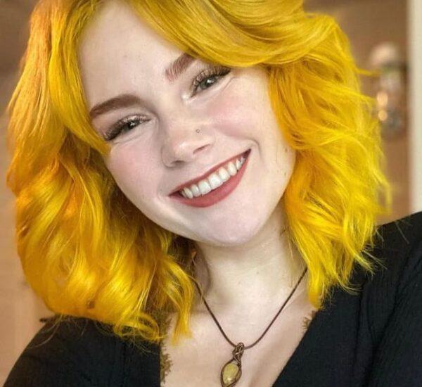 Yellow messy bob hair
